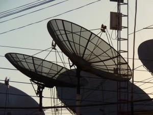satellite-dishes-43234_640